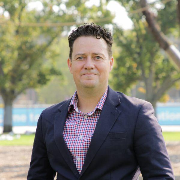 Photo of Warren Staples